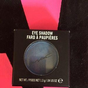 Mac eye shadow Moon's Reflection